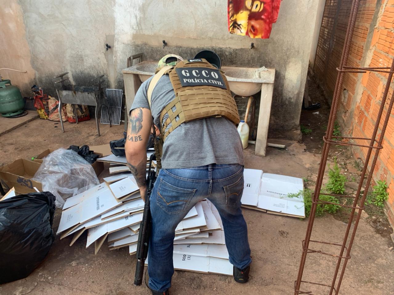 Polícia Civil e PRF identificam suspeito que armazenava defensivos de origem ilícita em residência em MT