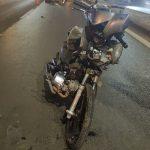 Acidente na BR-163 entre motocicleta e carro taxi em frente a rodoviária